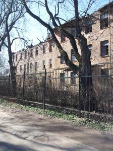 Zaniedbany budynek na Devau Kaliningrad