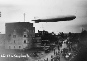 Budynek lotniska oraz Zeppelin
